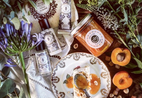 RECIPE OF NOUGAT ICE CREAM WITH DRY FRUITs, HONEY AND LAVENDER APRICOT JAM
