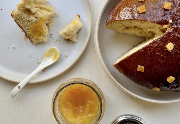 Mouna brioche and its organic sweet orange marmalade